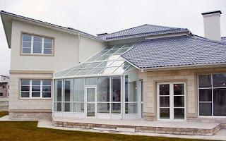 загородный дом с остеклением
