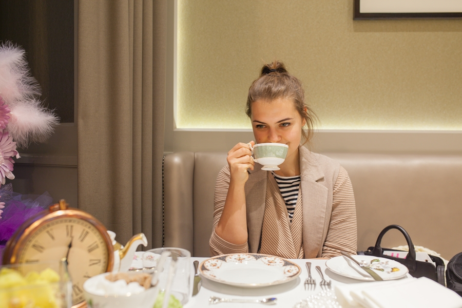 taj hotel afternoon tea alice in wonderland