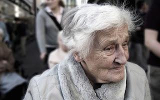 Mujer mayor, anciana