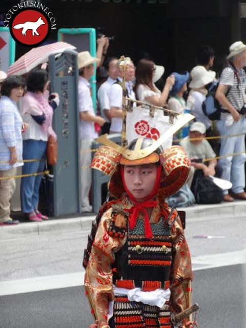 Enfant en armure de samourai à la fête de Gion matsuri à Kyoto