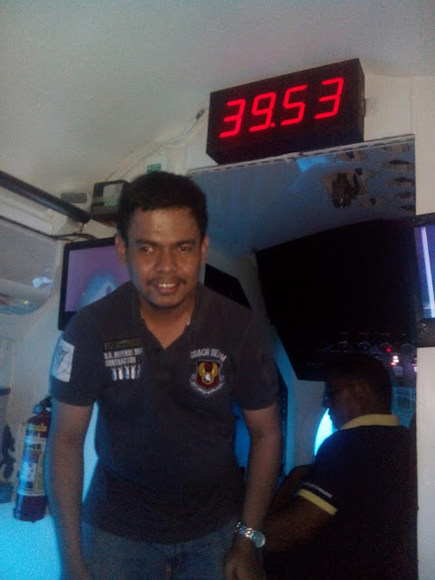 39.53 meters under the sea aboard the Cebu Yellow Submarine