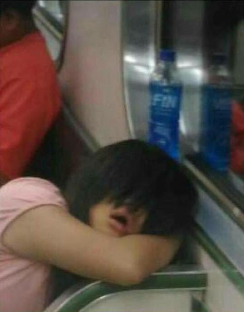 This Netizen Was Horrified After An MRT Passenger Stared At Him But He Became Even More Terrified When He Saw That Those Were Not Her Eyes!