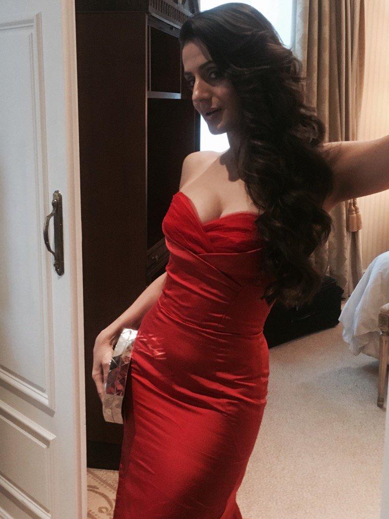 Amisha patel cleavage Hot