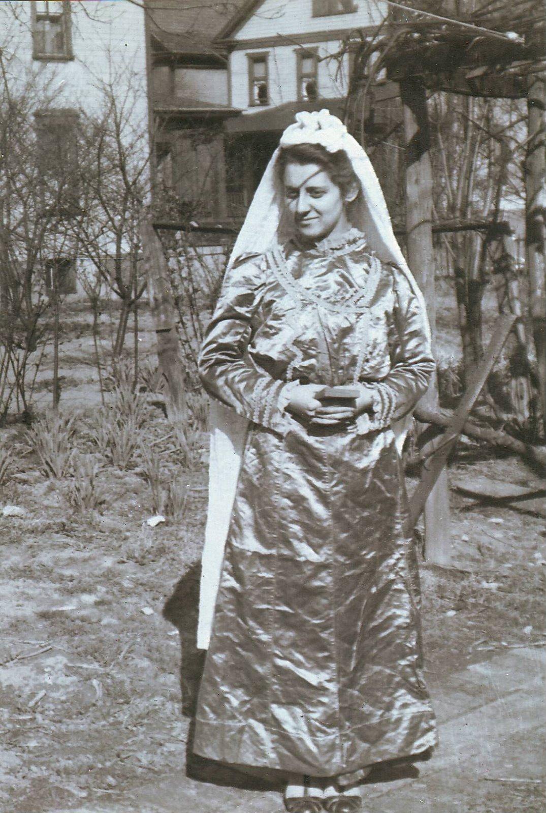 ef00bc40 Vintage Johnstown: 1899 Sicilian Wedding Dress - Johnstown
