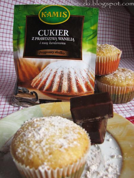Muffinki pomarańczowe a w środku michałek orzechowy :)