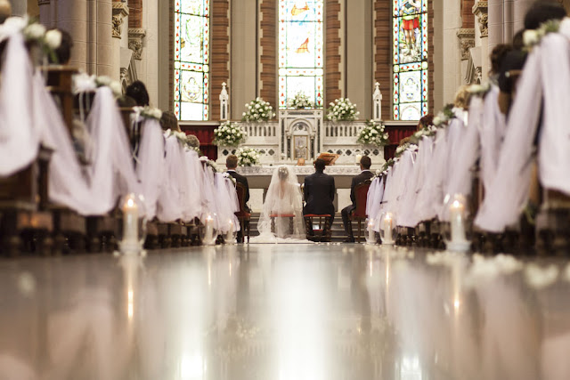 Idee per allestimento chiesa matrimonio tulle