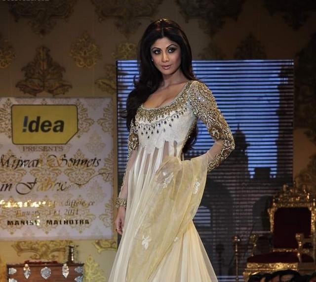shilpa shetty sizzling actress pics