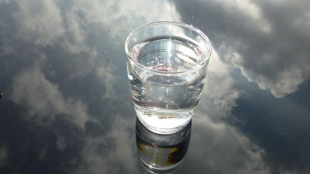 Чи шкідливо пити багато води