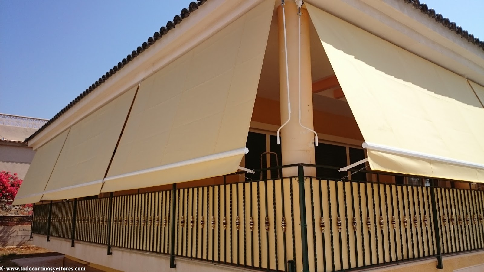 Decoracion interior cortinas verticales estores for Precio toldos balcon