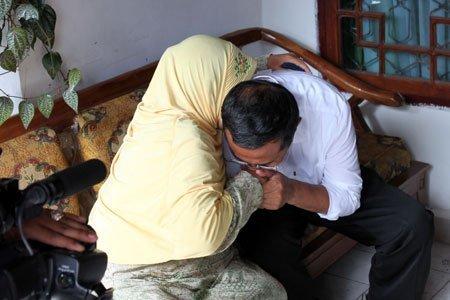 Hendak Nikahi Wanita Pujaan Hati, Pria Ini Urungkan Niat Setelah Lihat Tangan Ibunya