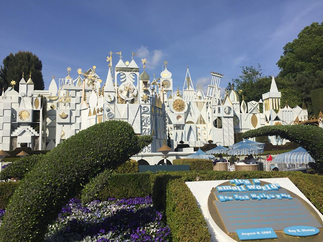 parc Disneyland Anaheim attraction It's a small world