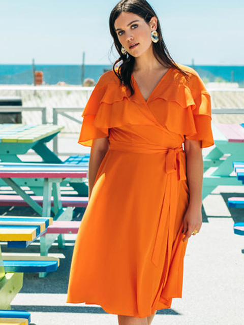 Оранжевое платье с запахом для полной женщины для фигуры груша
