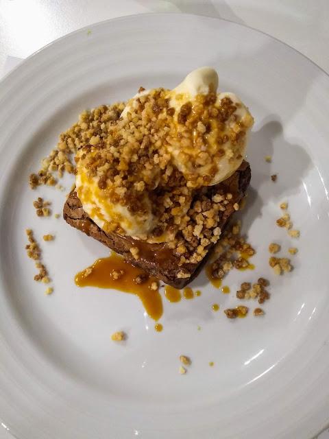 Brownie + inghetata, la Quinta dos Açores; São Miguel, Azore