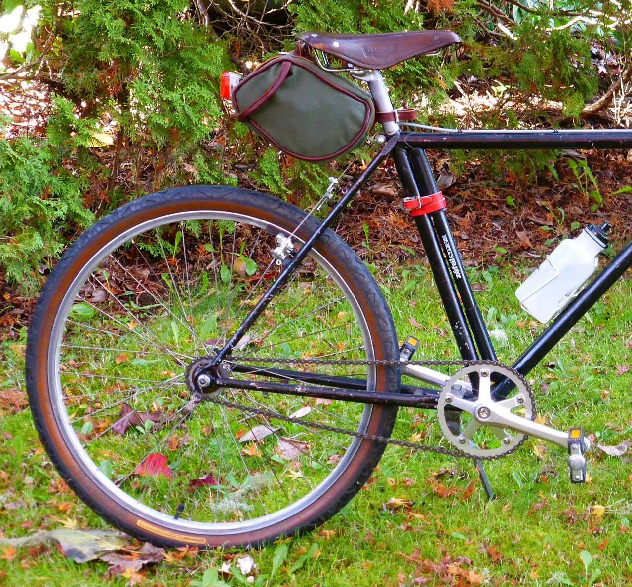 Japanese leather saddle, canvas saddle bag, Eugene, oregon, ugly city bike