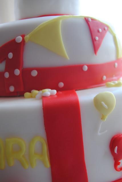 Torta, biscotti per il compleanno di una bimba