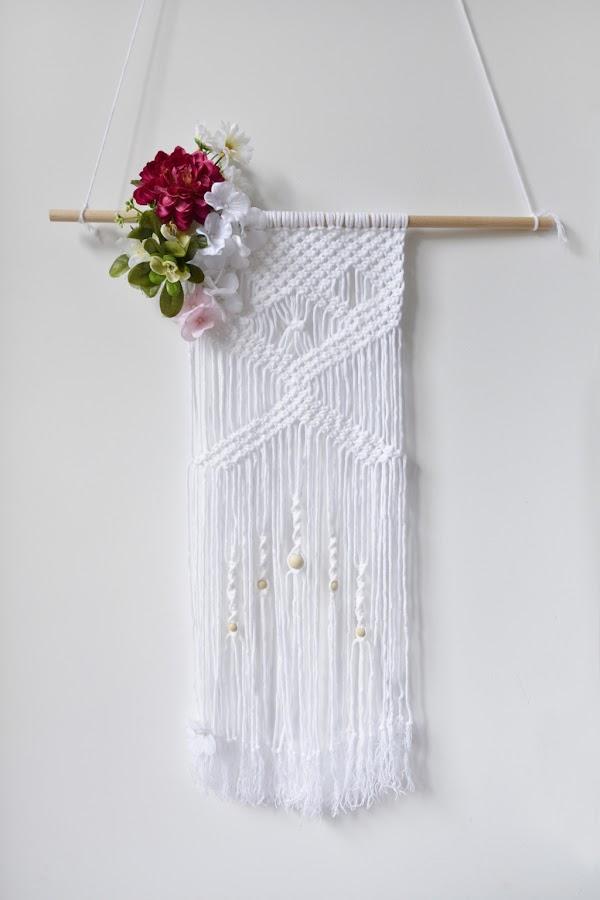 tapiz de macramé con flores
