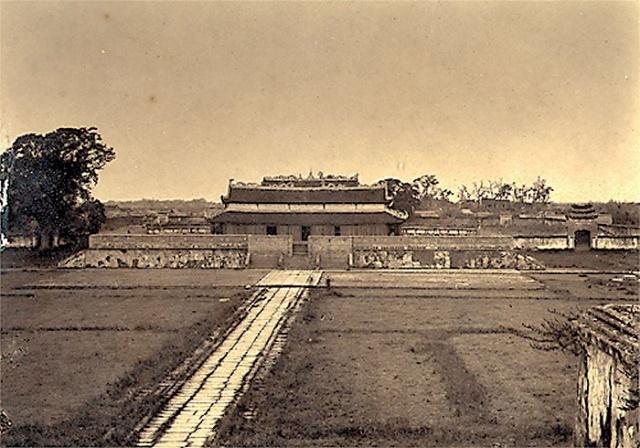 Các đặc điểm của kiến trúc hoàng cung (kinh đô Thăng Long và hành cung)
