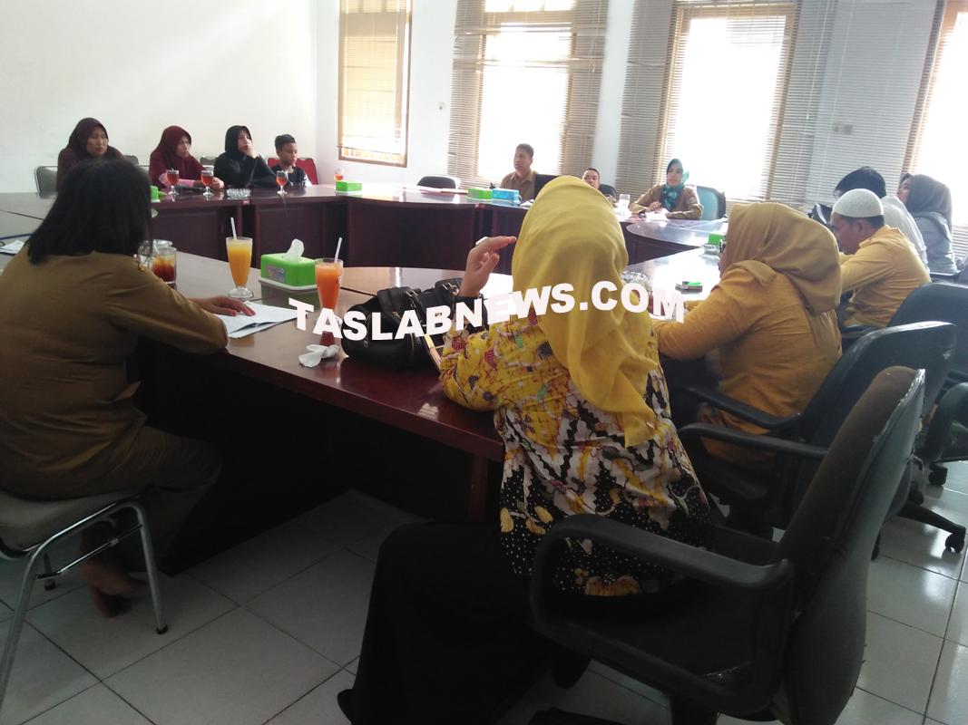Pertemuan antara orangtua murid dengan anggota DPRD Tanjungbalai.