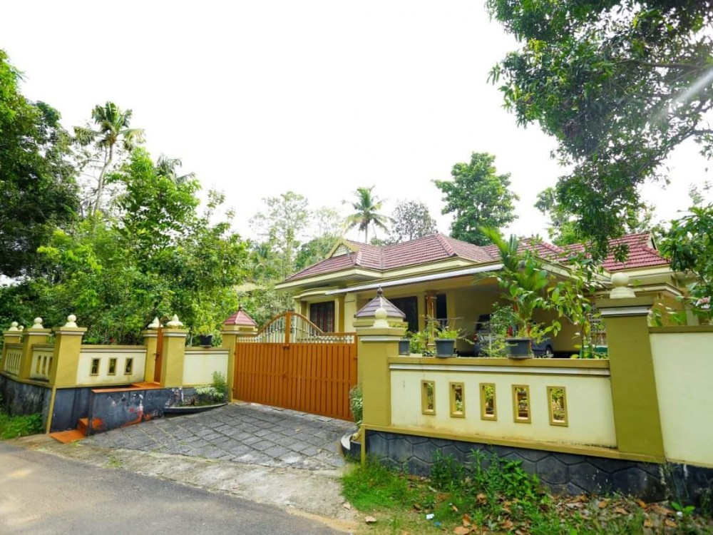 2000 Sq Ft 4 BHK House with 42 Cents Land For Sale at Muvattupuzha / Kochi, Ernakulam, Kerala