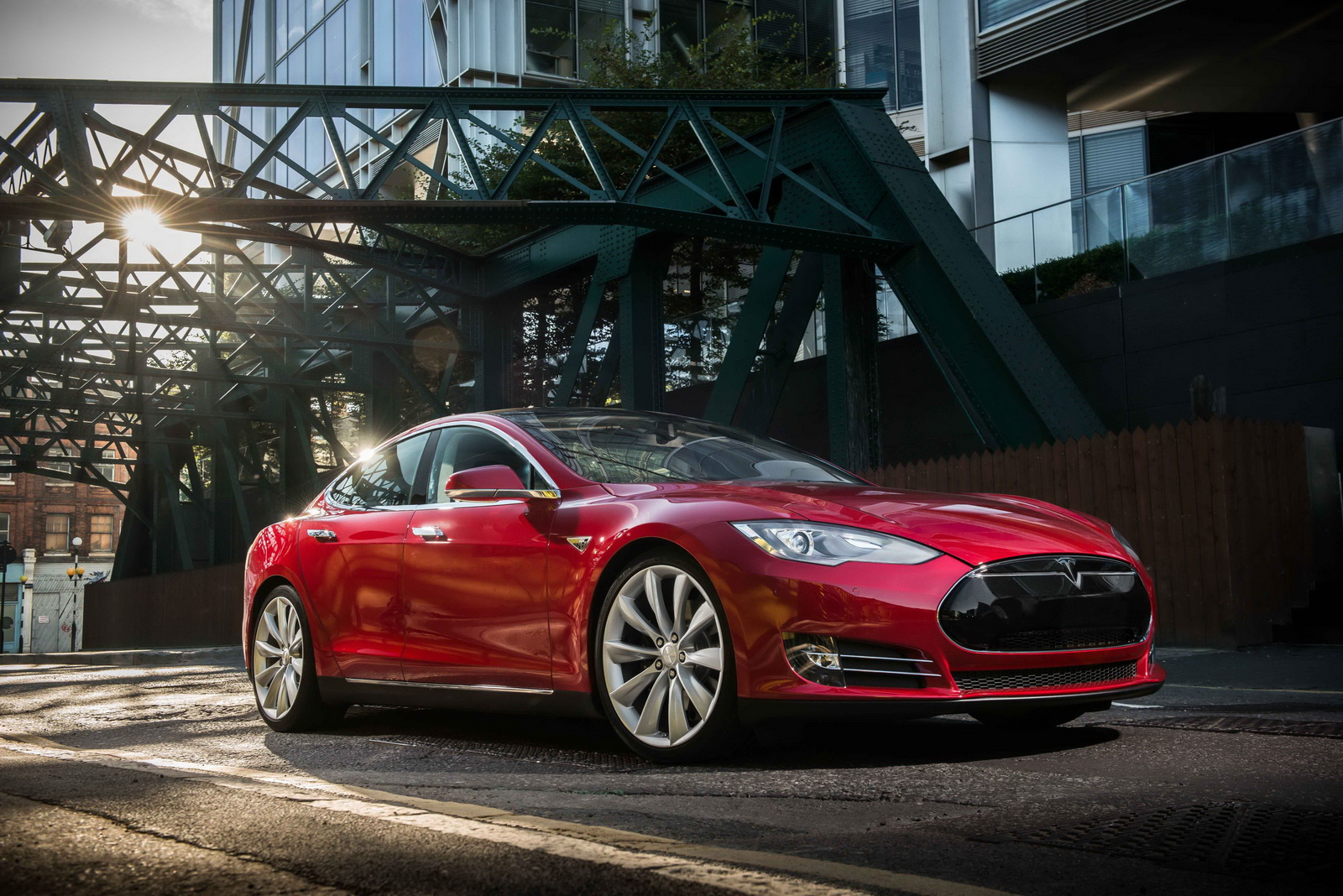 tesla 39 s new 762hp model s p90d with ludicrous speed upgrade does 1 4 mile in 10 9 sec carscoops. Black Bedroom Furniture Sets. Home Design Ideas