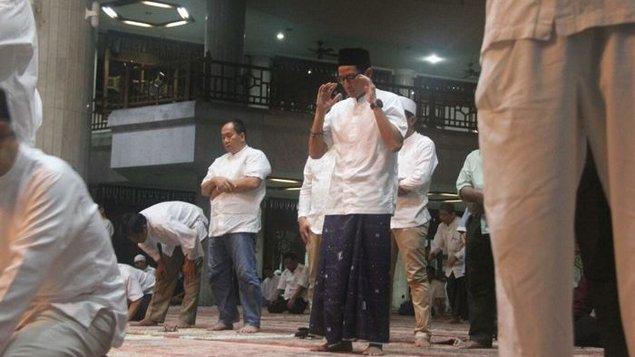Masya Allah, Sebelum Mencoblos Sandiaga Uno Shalat Subuh Berjamaah di Masjid At-Taqwa