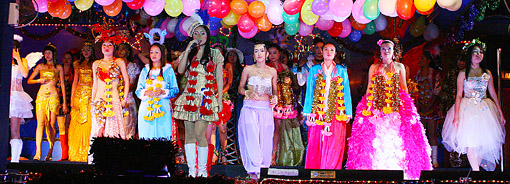 A promising night with oriental beauties