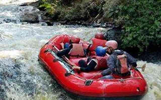 arung jeram serunya rafting di pangalengan