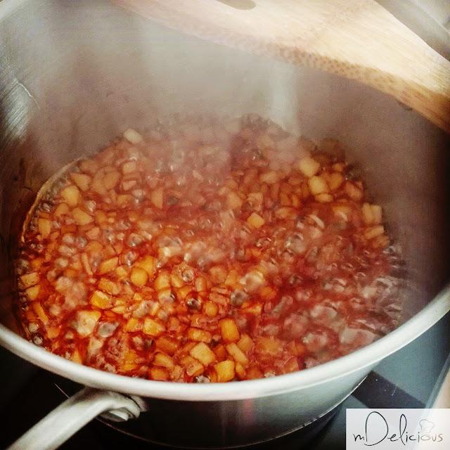 karmelizowane gruszki, gruszki w karmelu, karmel, domowy karmel z gruszkami, domowy karmel, gruszki