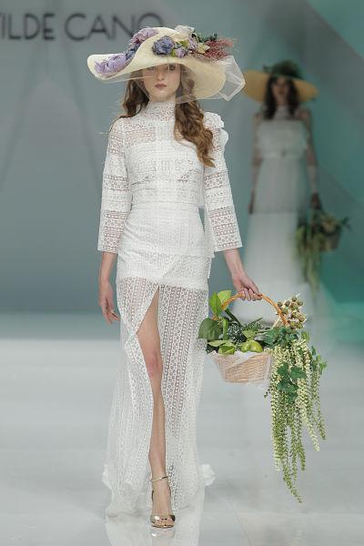 Propuesta de Matilde Cano para novias 2016 - Foto: Barcelona Bridal Fashion Week