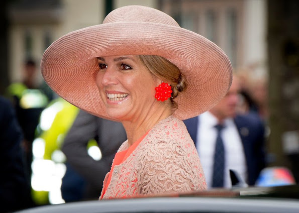 Queen Maxima visit the north west region of Friesland (Noardwest Fryslan). Queen Maxima Natan Dress, New Season, new Collection summer dress, Designer Edouard Vermeulen, Fabienne Delvigne hats