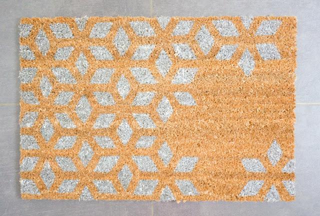 Read more Custom Carpet Brush - FLOATING DIY NIGHTSTAND