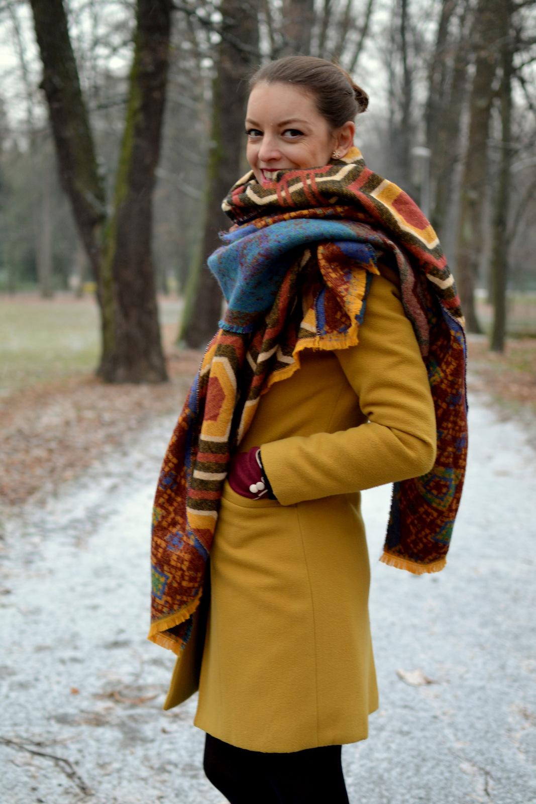 46bfc6865 Zimný kabát v jantárovej (dobre trošku svetlejšej) farbe nosím už tretiu  zimu a určite to nie je posledná :) Každý rok si k nemu dokúpim šatku.