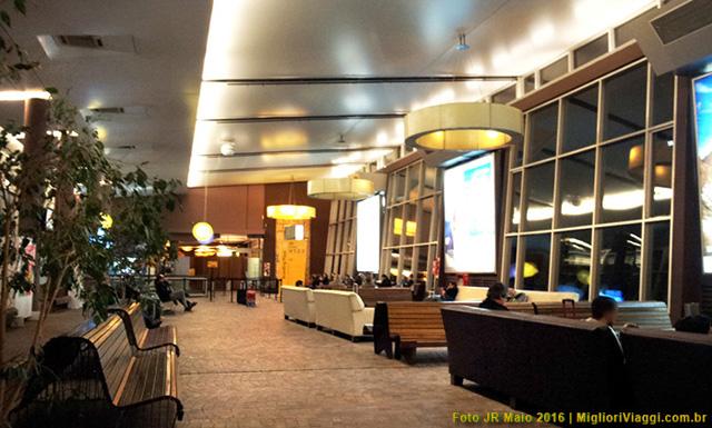 Sala de espera da para embarque após check-in