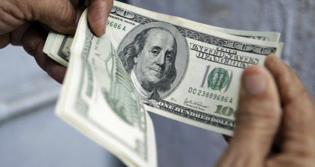 الدولار يرتفع مقابل العملات الرئيسية قبيل صدور التقارير الامريكية