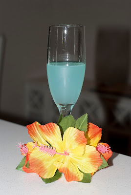 Hpnotiq, champagne, new years eve, new years day, new years cocktails, champagne cocktails, bubbles & blue