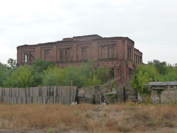 Донецьк. Вул. Клінічна. Руїни будинку Джона Юза. 1891 р