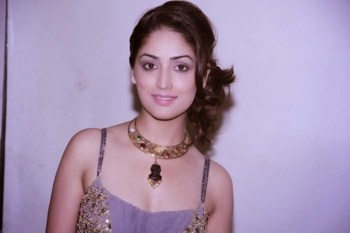 2014 Latest New Hot Pics and Movie Sills of Yami Gautam Photo Shoot