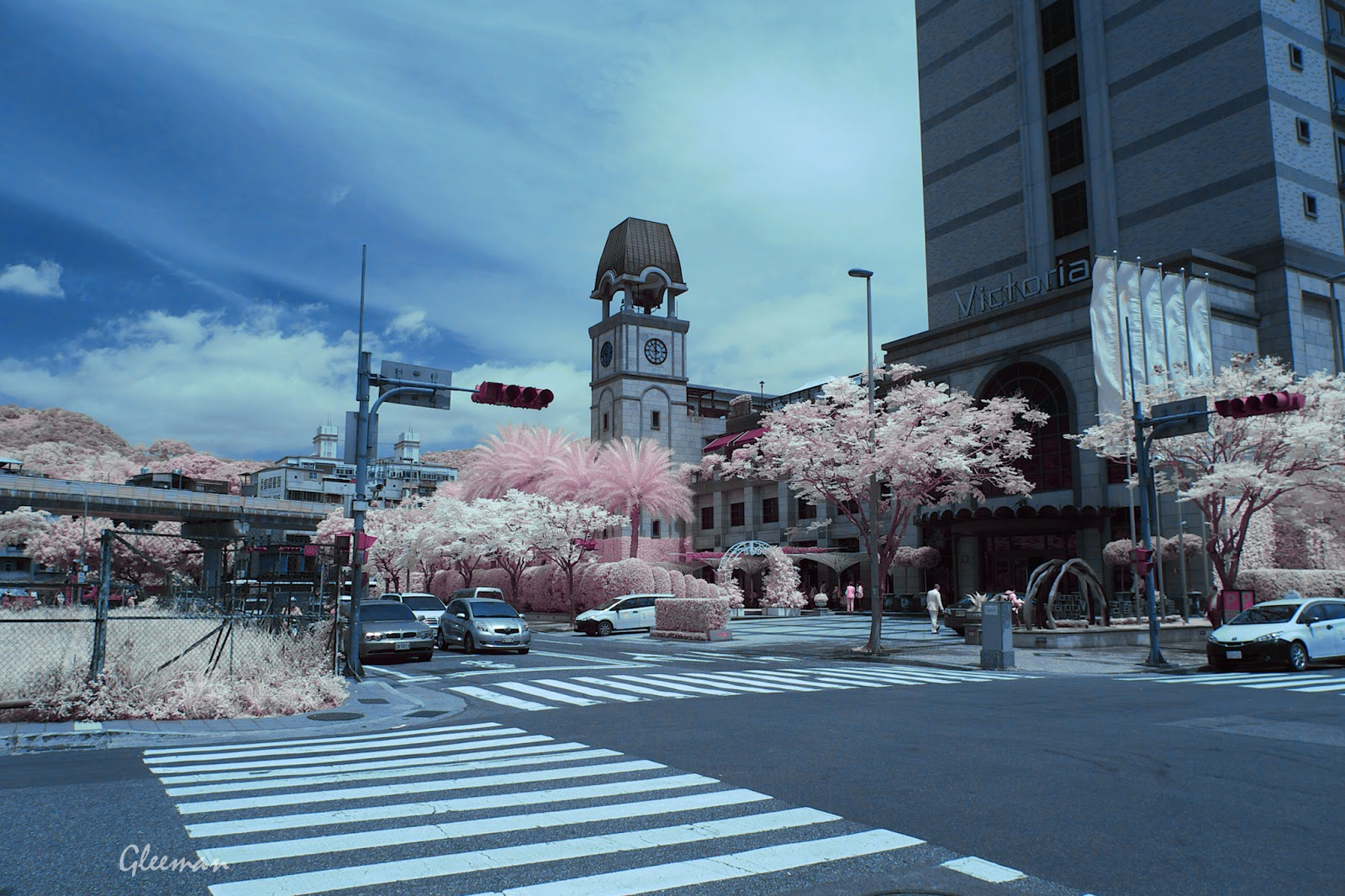 Pentax K5 Color IR Photography。皓皓說那是大笨鐘XD   (利用色板混合器上色。)