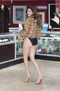 Blanca-Blanco-at-a-local-pawn-shop--01+%7E+SexyCelebs.in+Exclusive.jpg