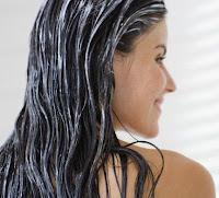 lavare i capelli per renderli più forti e lucenti