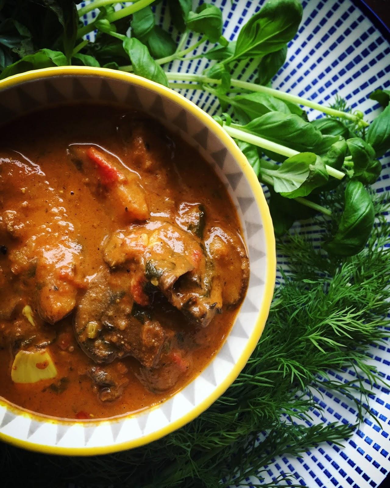 Wegańskie curry z pieczonymi ziemniakami