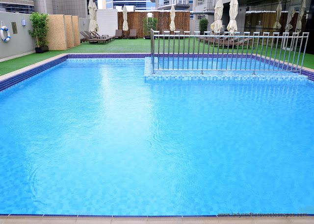 Royal Continental Hotel Dubai pool