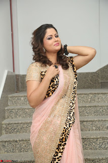 Shilpa Chakravarthy in Lovely Designer Pink Saree with Cat Print Pallu 027.JPG
