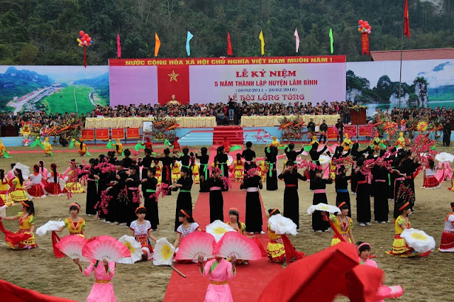 Spring in Vietnam is the season of festivals 6
