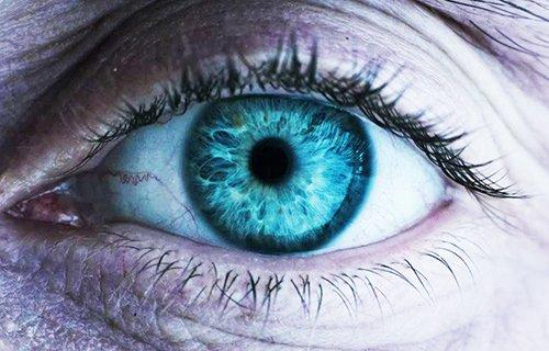 L'œil de David sur un monde blanc, vierge: Plan d'ouverture d'Alien Covenant