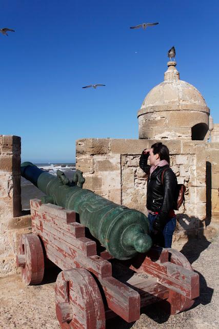 Lena al lado de los cañones de la Skala du Port