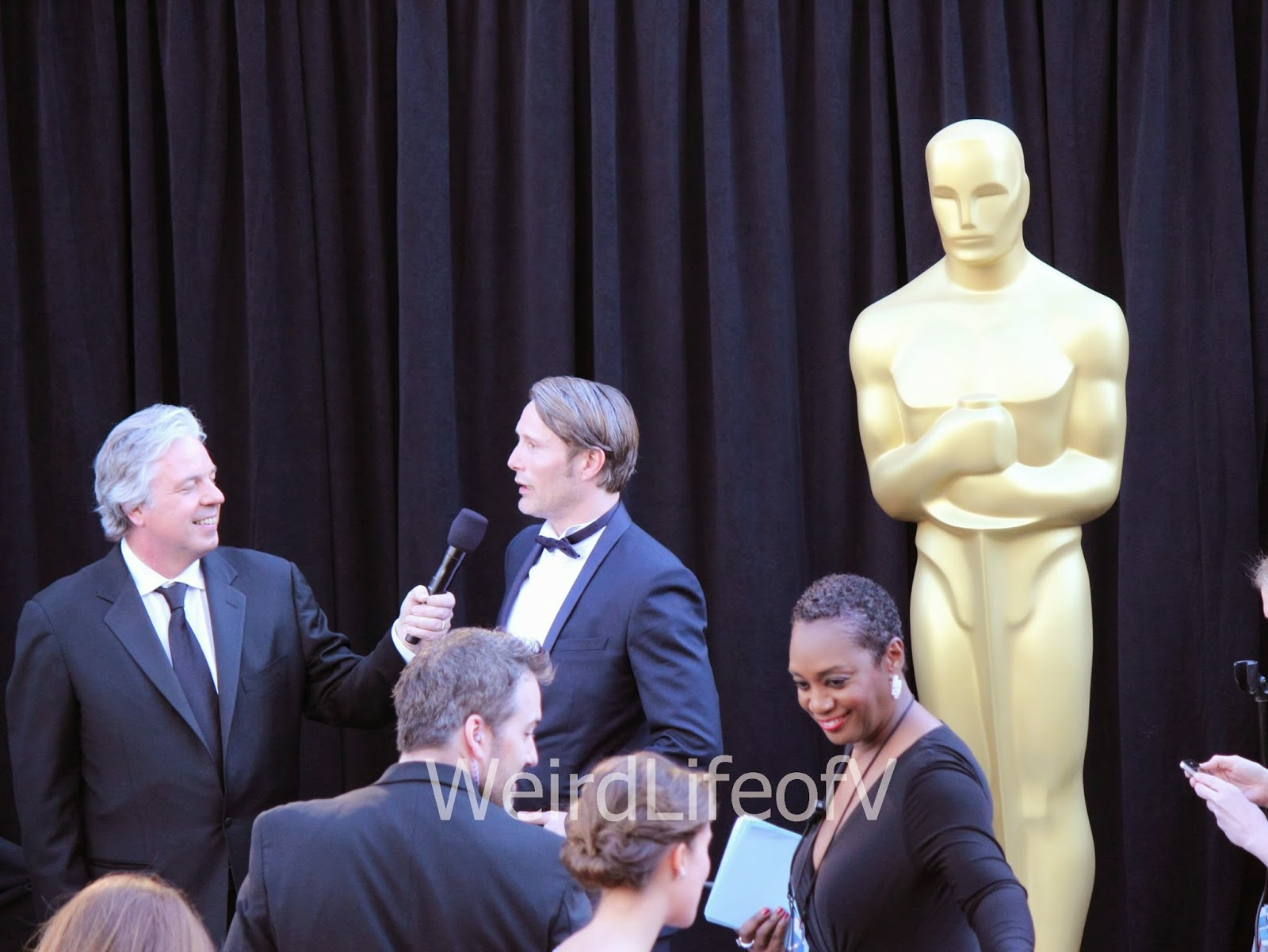 Mads Mikkelsen being interviewed by Chris Connelly at the 2013 Academy Awards