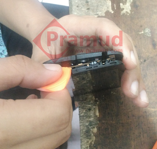 bagaimana cara mengganti lcd, speaker, baterai, kamera asus zenfone 4