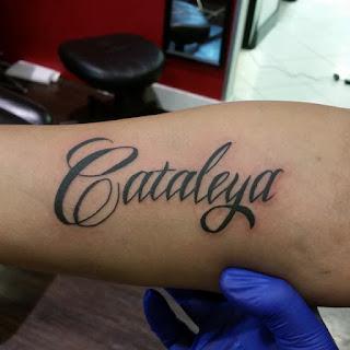 tato nama di tangan