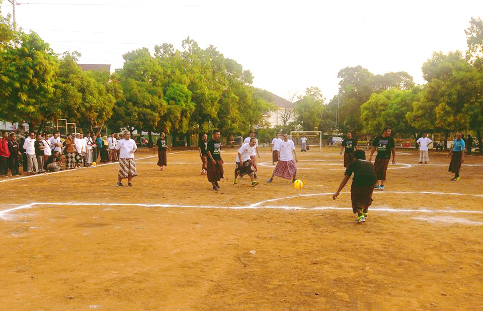 Sepak Bola Sarungan Batik - Lapangan Jetayu Kota Pekalongan